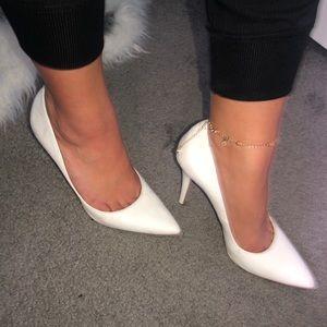 Jessica Simpson White Heels ✨
